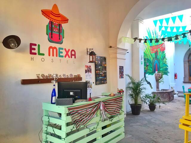 Dormitorio Privado con baño en hostal El Mexa