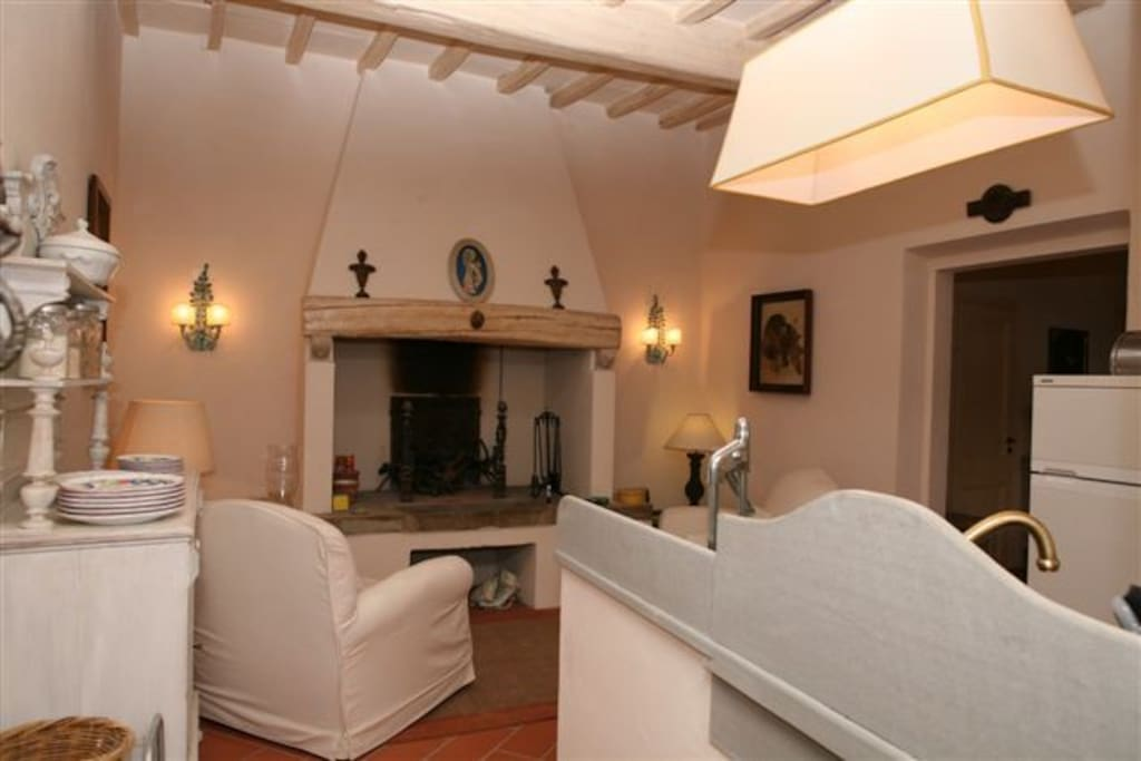 Lovely guest house in tuscany houses for rent in pelago for Tuscan view guest house