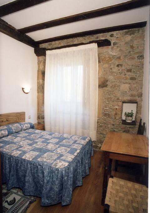 Habitación de cama matrimonial