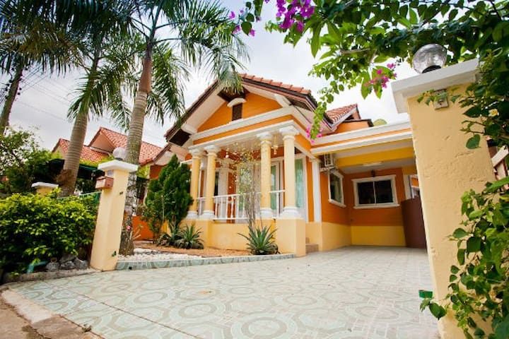 Luxury thai style 3BR @ Pete's Home - Bang Lamung - House
