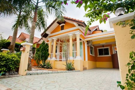 Luxury thai style 3BR @ Pete's Home - Bang Lamung