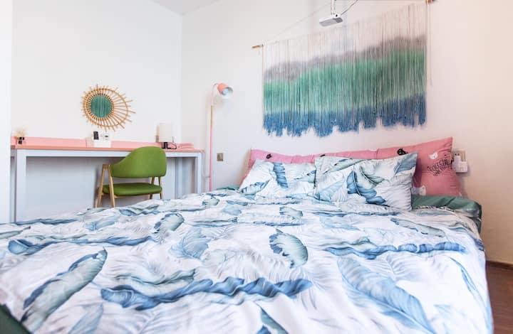 《小徐不在家》万达SOHO「波西米亚风」巨幕投影大床房