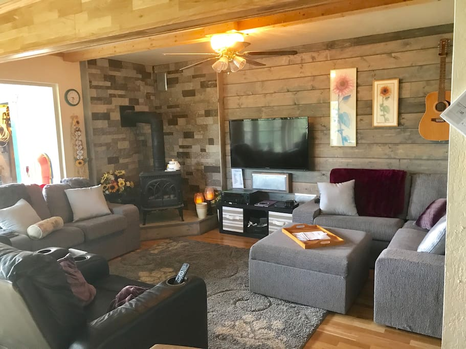 A sophisticated yet rustic atmosphere makes for a relaxing environment. Send the kids downstairs to play video games and ping pong while the adults enjoy the view - and the quiet!