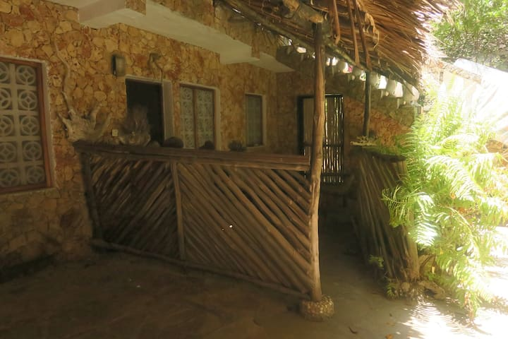 Accommodation for backpackers with pool in Watamu