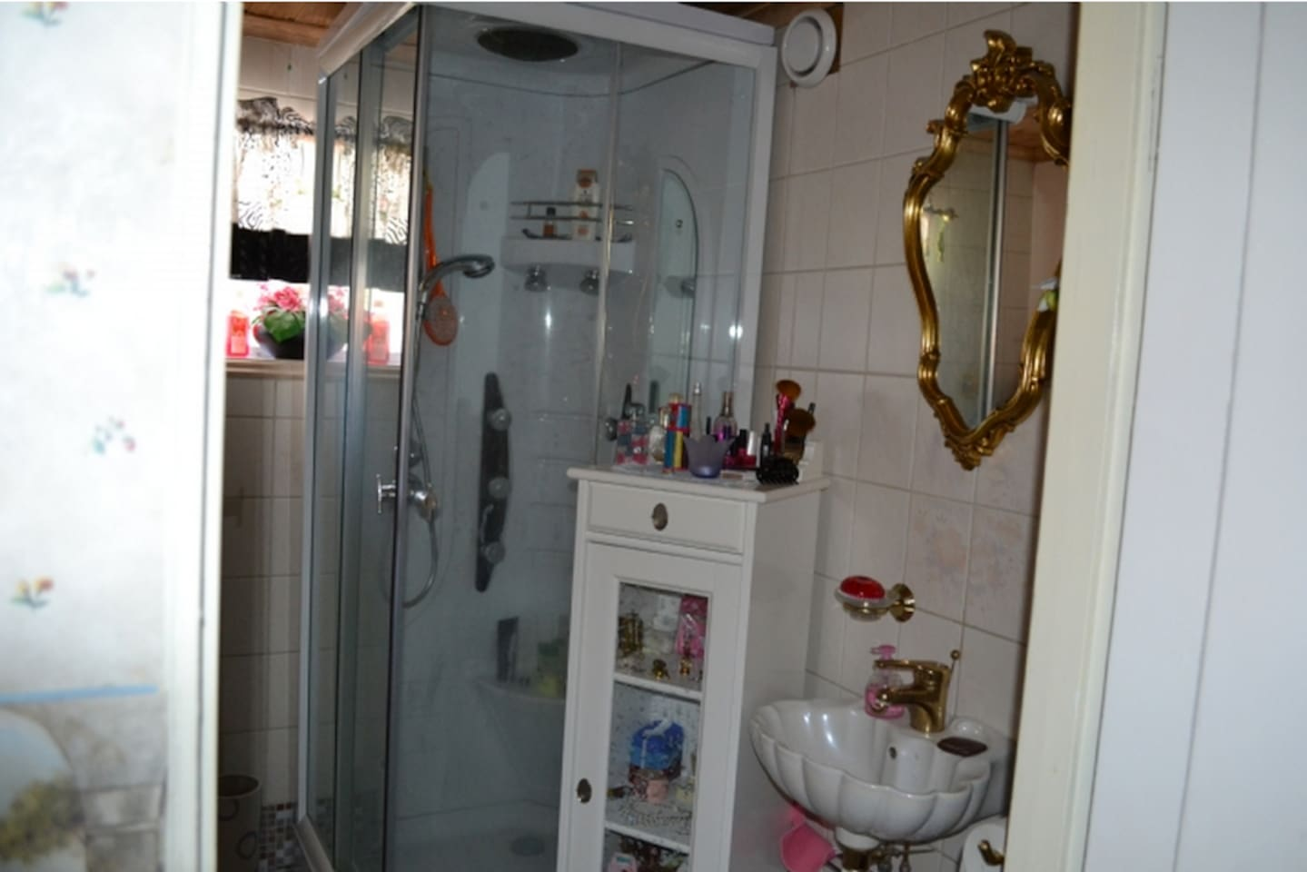 Bed & Box - Horses, Bath & Fishing - Houses for Rent in ...