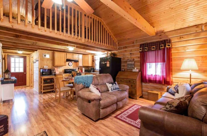 Cardinal Woods Cabin near lake entrance + Hot tub