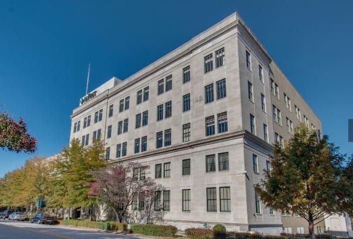 Luxury Downtown Studio in Historic Building - Columbia - Çatı Katı