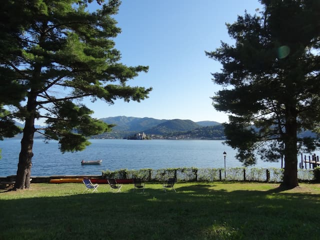 Lake Orta relax vacation with garden, conoes, bike