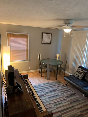 Cozy 2 bedroom! Walking distance from Notre Dame