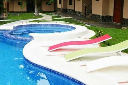 Apartamento equipado playa hermosa - Playa Hermosa - Apartment