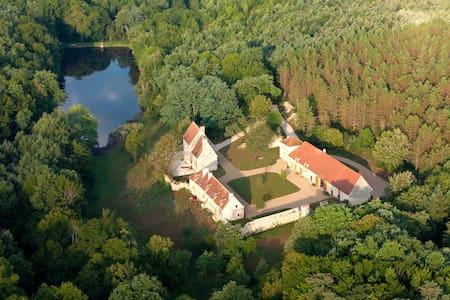 """Domaine Ris de Feu-Gîte """"L'Anglin""""  - House"""