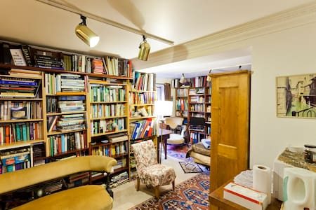 Library - bedroom and shower room - London - Bed & Breakfast