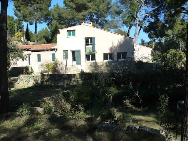 Maison provençale, milieu des pins - Ceyreste - Huis