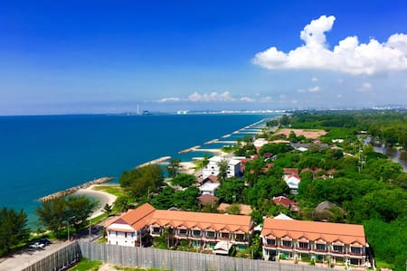 High Condo on the beach with Sea View (Wi-Fi Free)