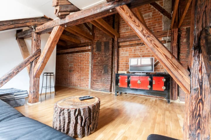 Authentic & Charming loft-directly in the center