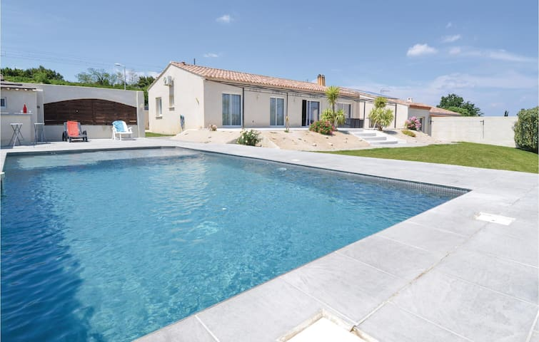Beautiful home in Sernhac with WiFi, Outdoor swimming pool and 4 Bedrooms