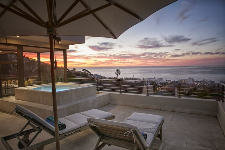 Perfectly Positioned In Cape Town - Cape Town - House