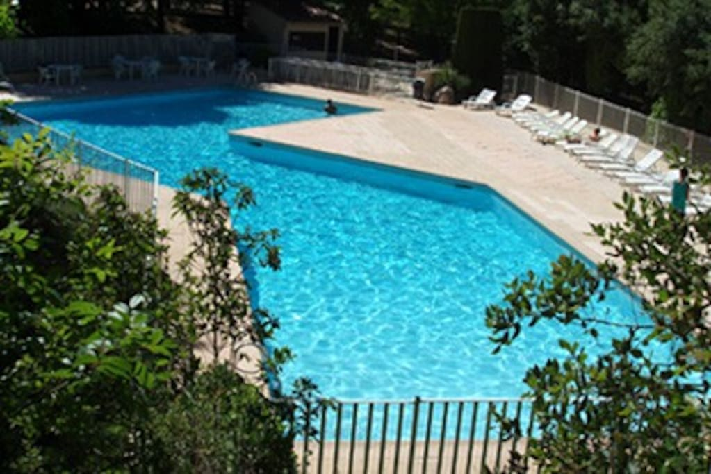 The pool of the val d'Azur, at the edge of the forest