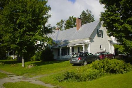 Whole home in Greensboro, Vt - Greensboro - Rumah