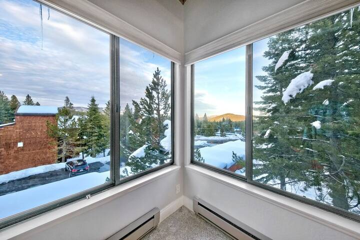 Peaceful Mountain Retreat at Tahoe Donner