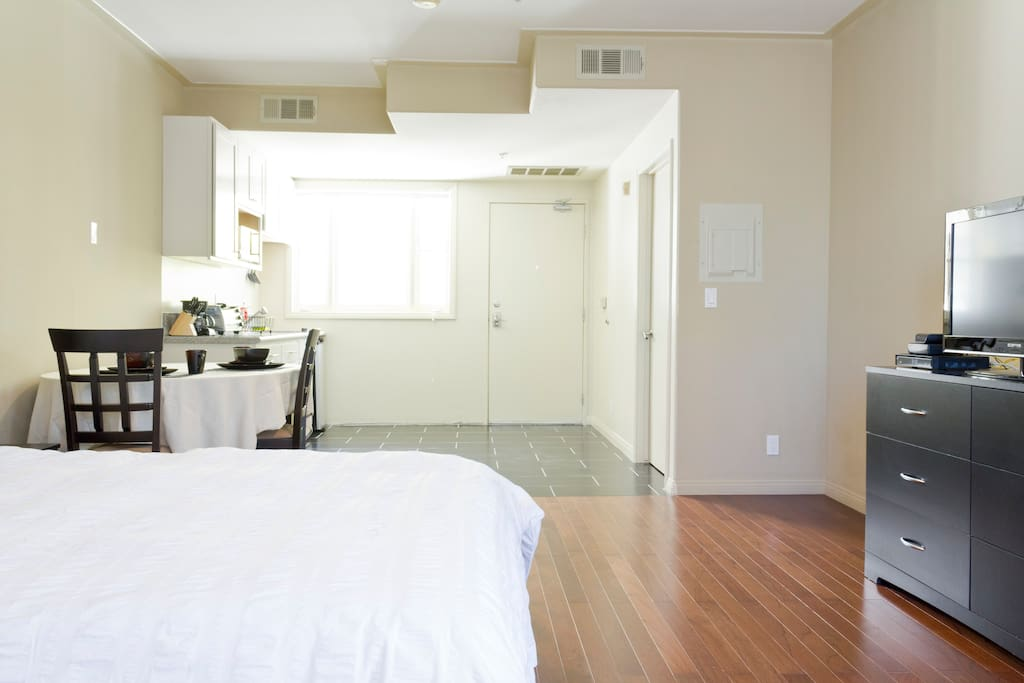 212f Lux Exec Suite Near UCLA Westside On Westwood Apartments For Rent In L