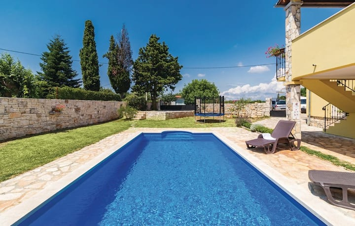 Holiday Home Erin with Private Swimming Pool