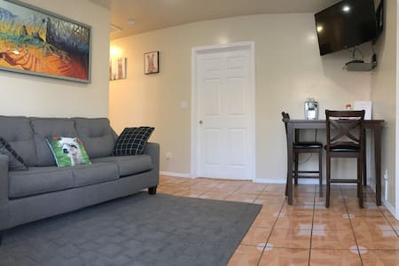 Alpaca Suite- 5 Minutes From Downey Kaiser, & O.C.