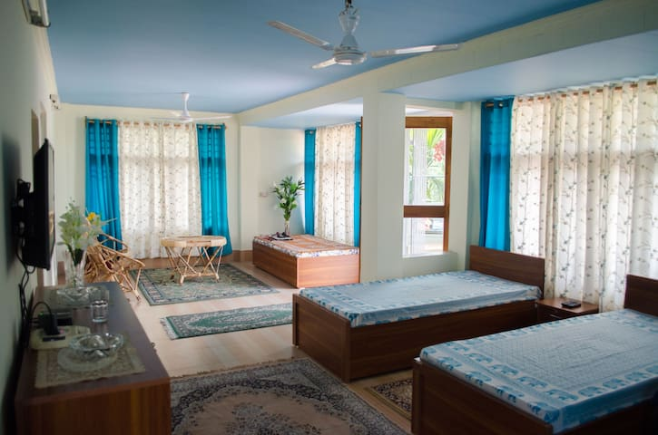Private 2 beds studio with terrace - Siliguri - Casa