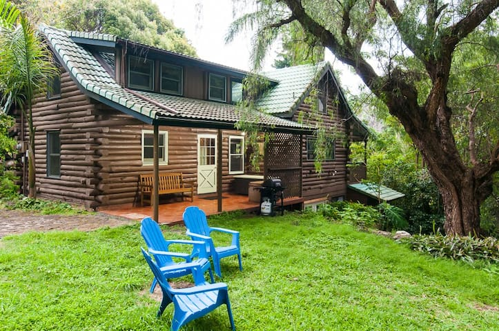 Charming, Unique Log House Retreat  - Makawao