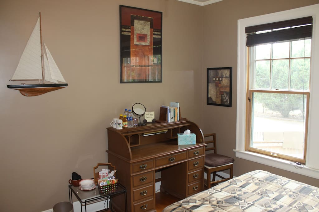 Guest Bedroom -- Desk [private space]