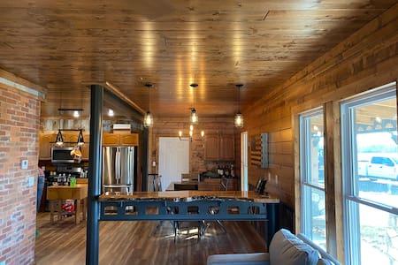 Secluded Rustic Cabin-Hidden Gem-Lake+Fire pit