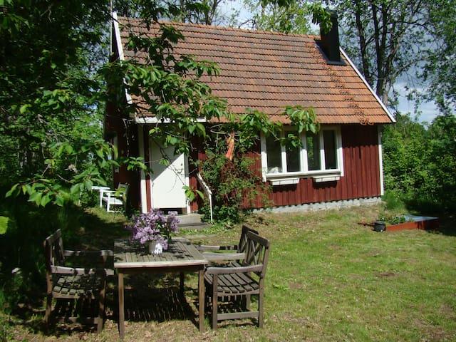 Typical swedish wooden cabin - Hässleholm - กระท่อม