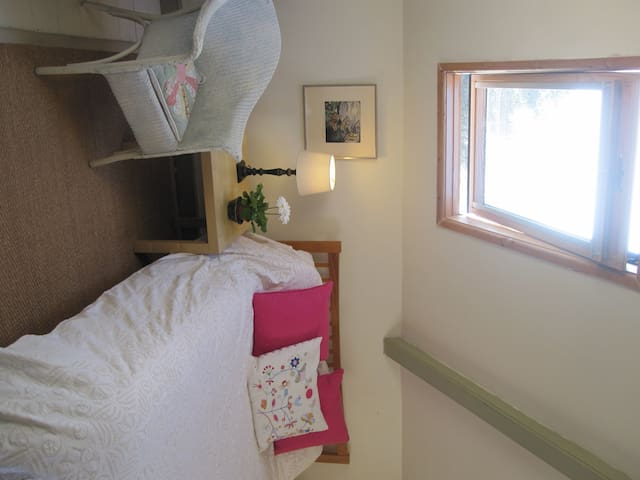 Lovely attic room with a view - Abergavenny - Bed & Breakfast