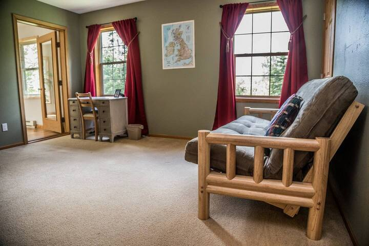 """""""Readers Retreat"""" - third bedroom/reading room with full-size futon"""