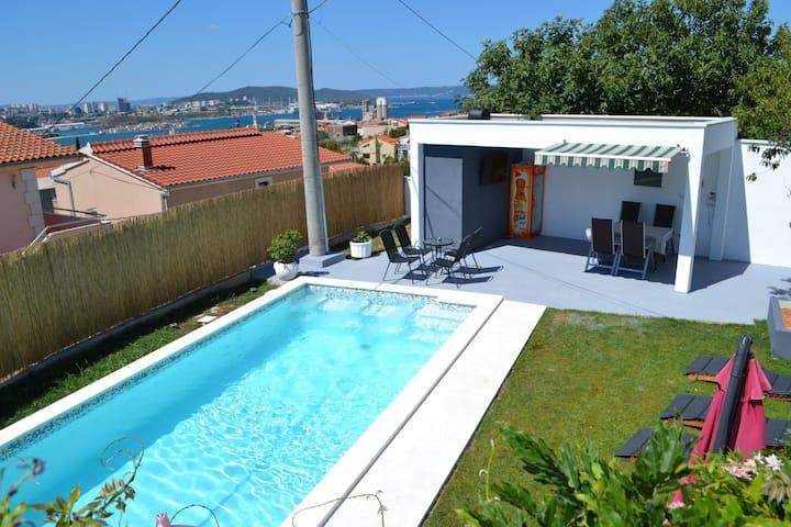 Apartmani Kerum (shared pool)