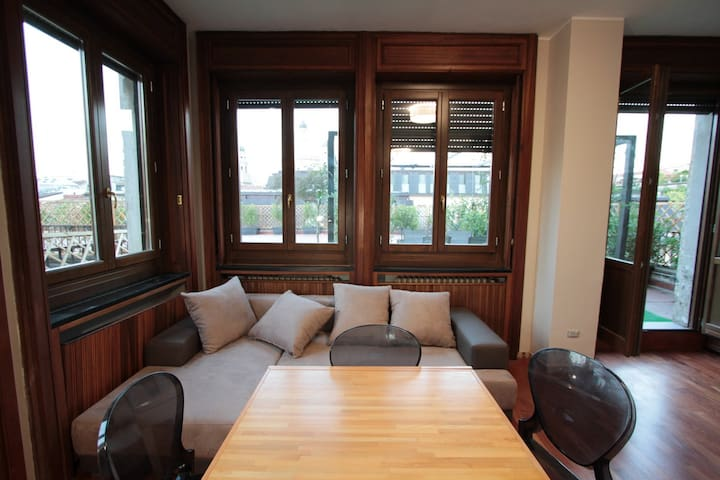 Wonderful Terrace Apt (A1) in the heart of Milano