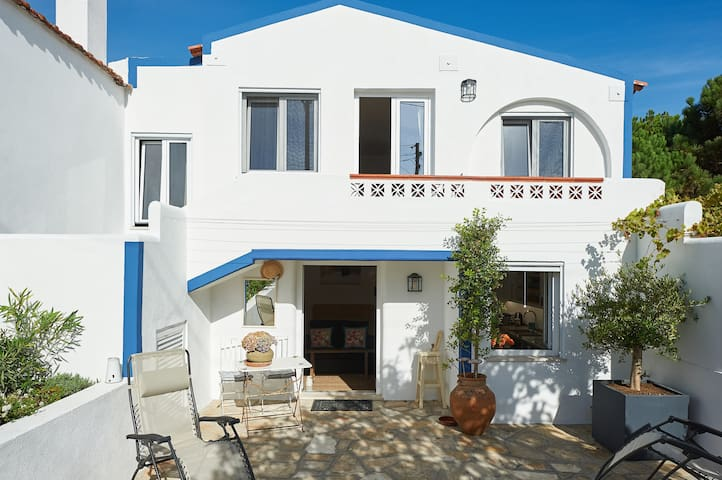 Sintra; Luxurious guest studio next to the beach