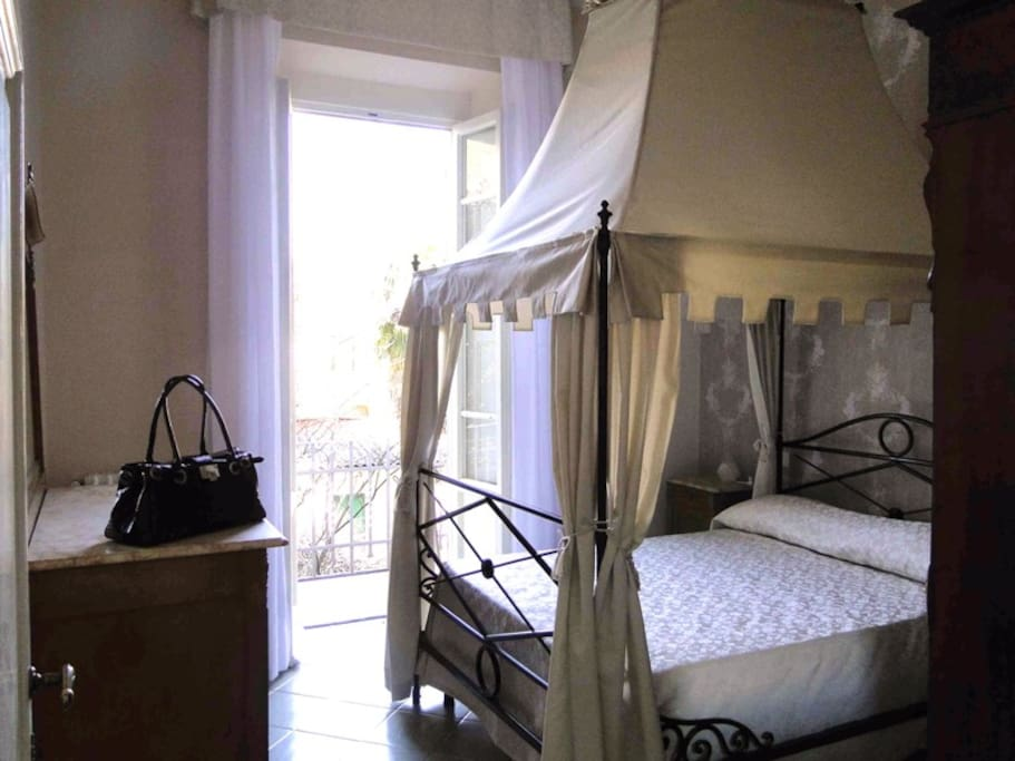 The canapy bed in the Ivory bedroom