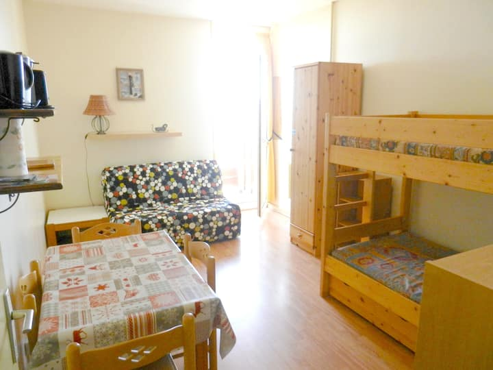 Studio in Allevard, with wonderful mountain view, shared pool and furnished balcony - 1 km from the slopes