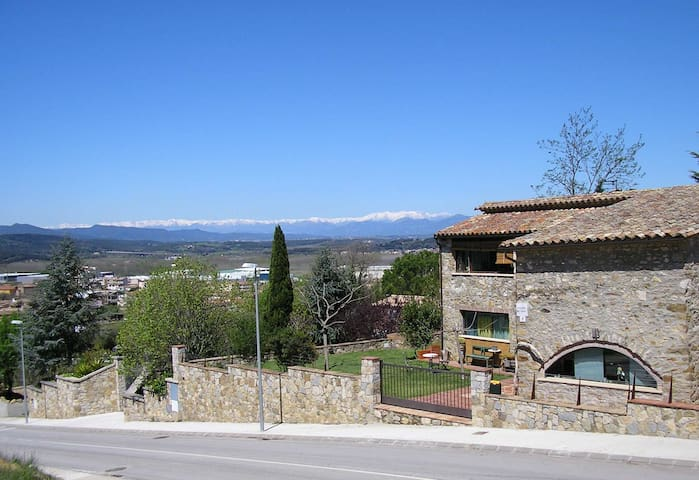 10 min.from Girona, 30 min.from BEACH, and  60 min. from BARCELONA or from the SKI slopes