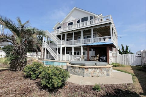7 bedroom house w/ private W/D, AC, private hot tub, WiFi