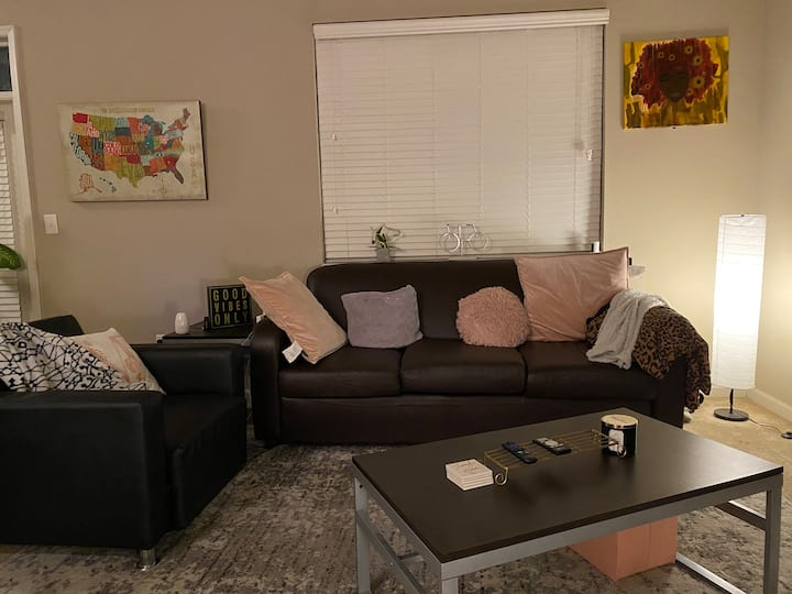 Downtown Indianapolis- Private Apartment