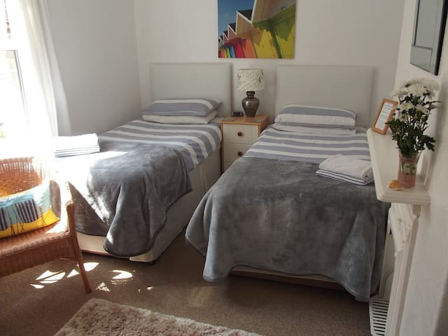 Beachside Bed & Breakfast - Hornsea - Bed & Breakfast