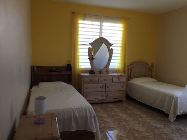 The Yellow room in Sabana Grande