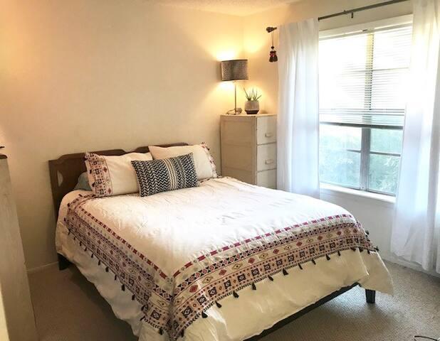 Room in Cute SOCO condo