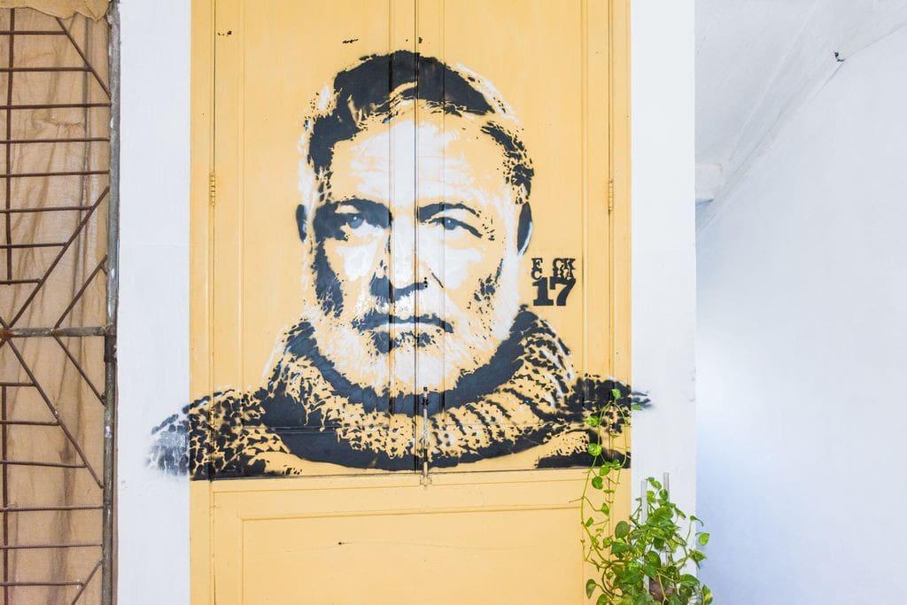 Graffiti a la entrada del apartamento