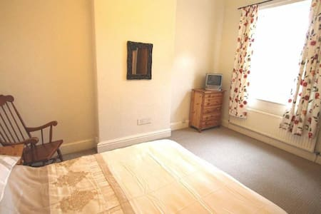 Double room in lovely period house - Worsley - Casa