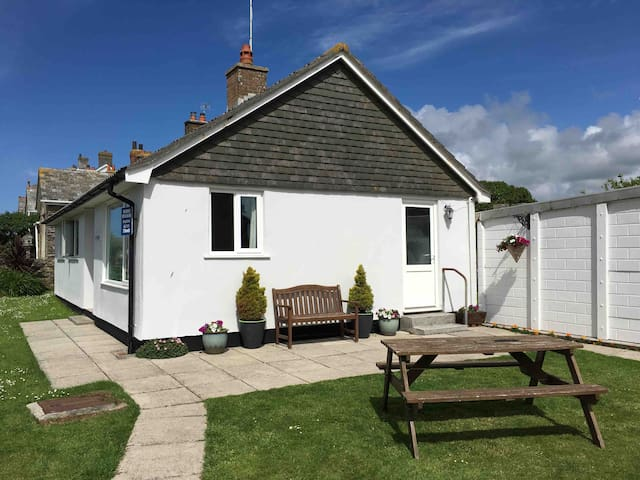 Copthorne Holiday Home - Tintagel