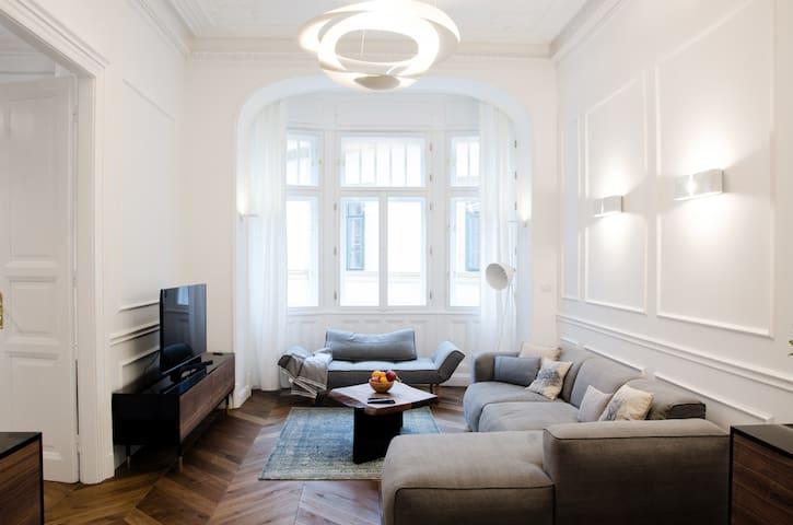 Best Location Luxury 3 bedroom Apartment (Hi5-48)
