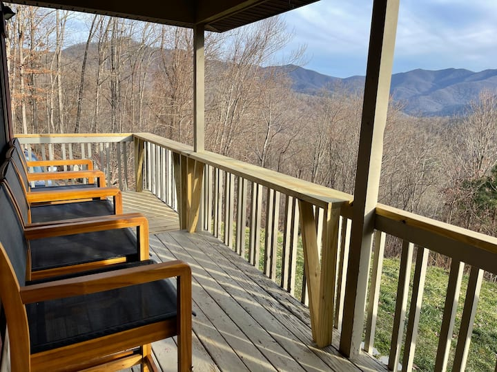New Private Mountaintop Retreat W/ HotTub